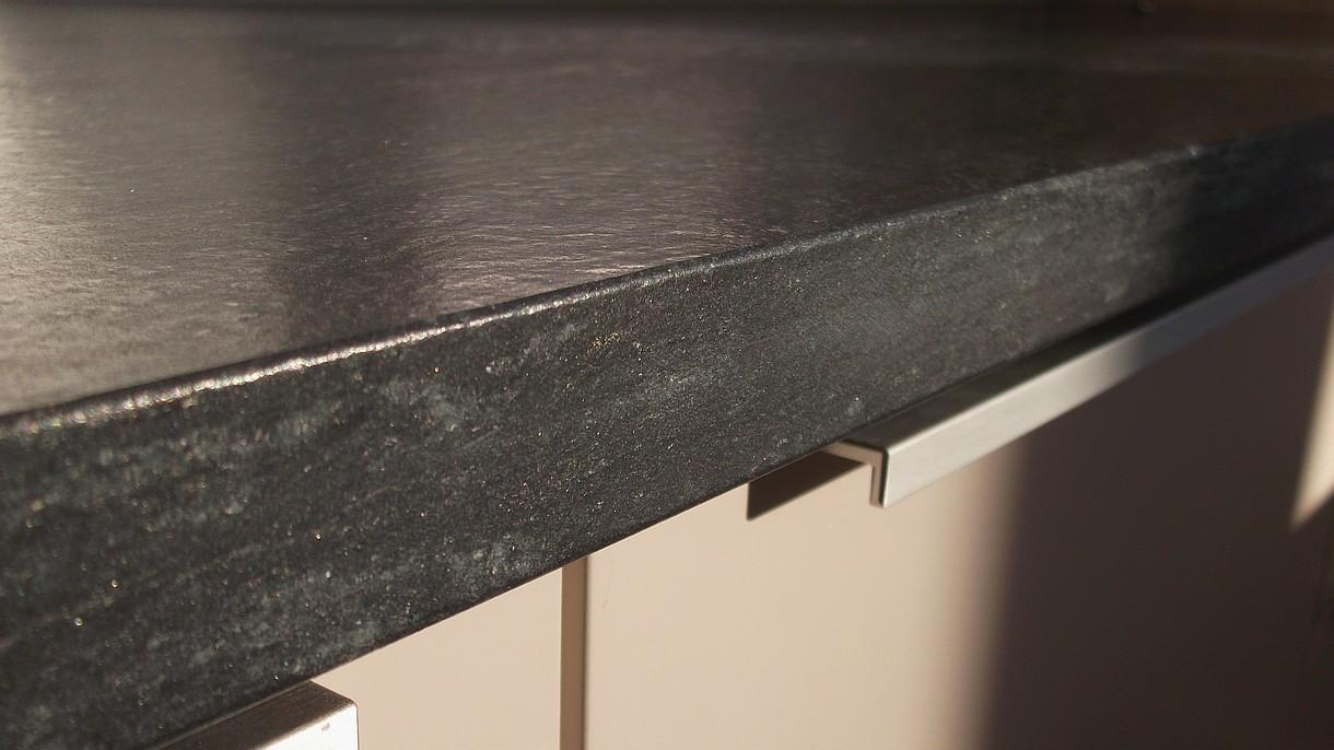 BLACK CLASSIC / SCHWARZER QUARZIT, Küchenarbeitsplatten, geflammt und gebürstet