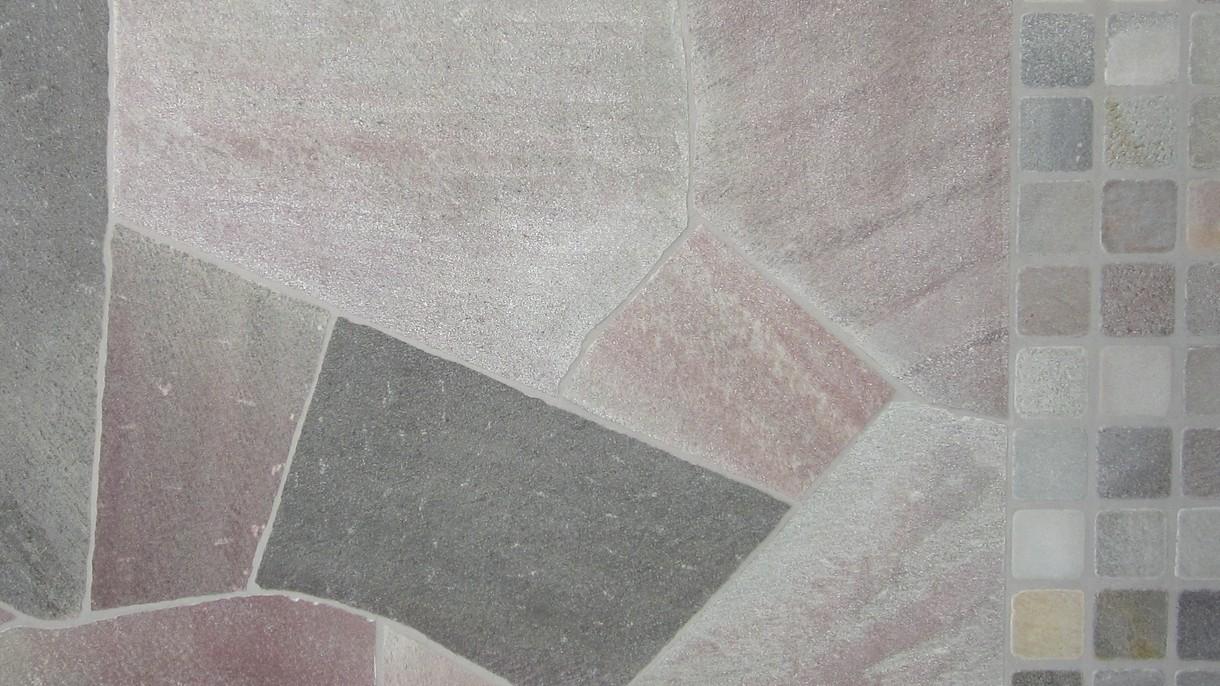 BRASILIANISCHER QUARZIT GRÜNLICH GRENDOSO, Polygonalplatten, gespalten. Großformat mittel x 1-3 cm