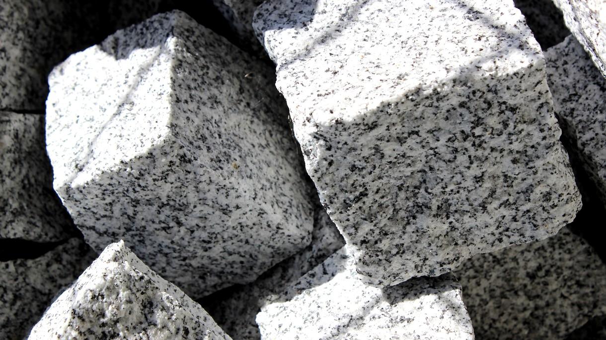 GRANIT-KLEINSTEINE, Pflastersteine, gespalten und gezwickt, 8/10 cm