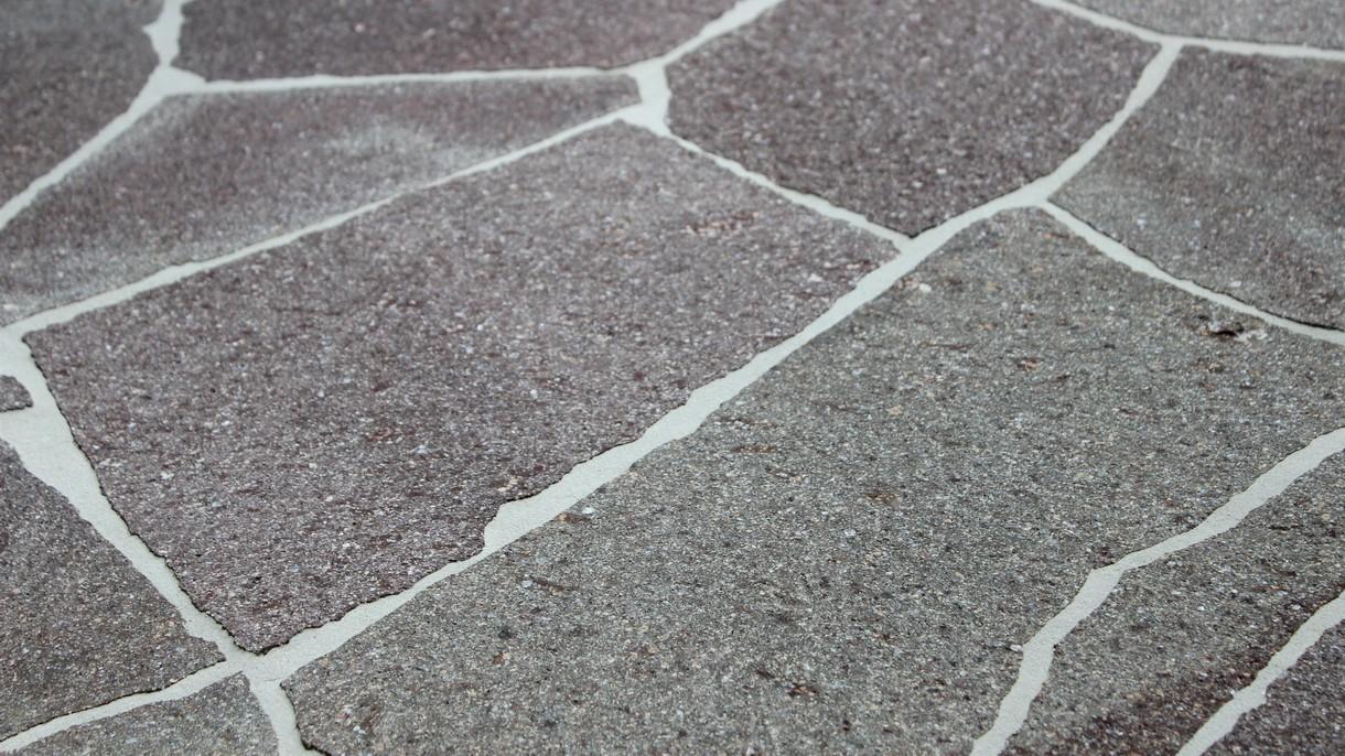 ITALIENISCHER PORPHYR CAVA LUCIA, Polygonalplatten, gespalten, Großformat dünn x 2-4 cm