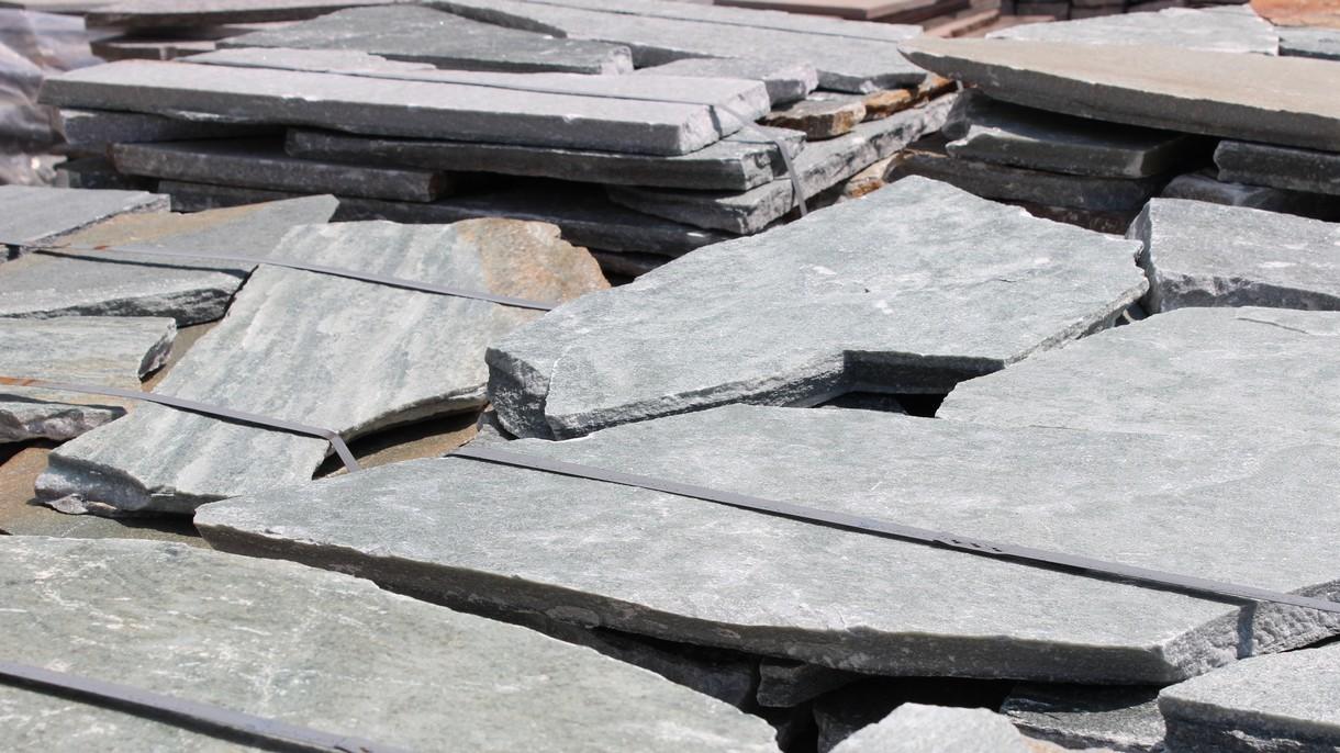 KARYSTOS GREEN, Polygonalplatten, gespalten, Normalformat stark x 3-5 cm