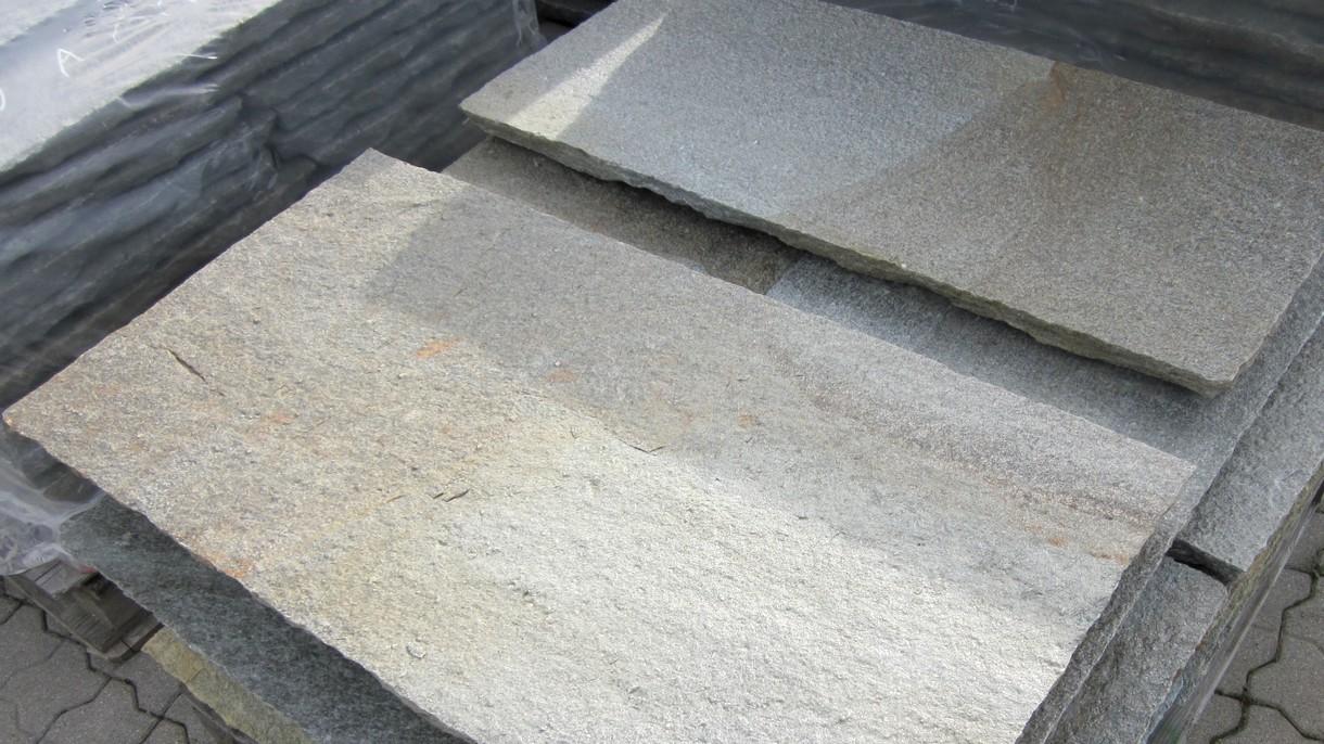 LUSERNA GNEIS, Bodenplatten, gespalten mit handbehauenen Kanten, 100 x freie Längen x 4-6 cm