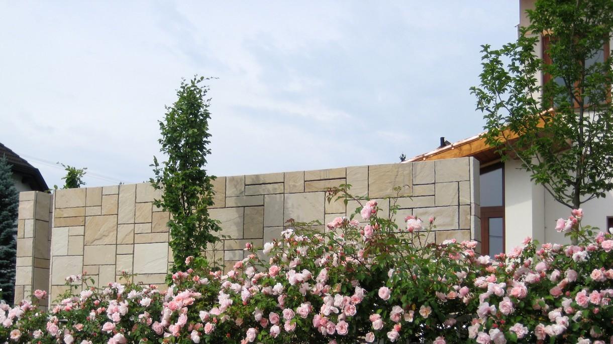MINT INDISCHER SANDSTEIN, Bodenplatten als Wandverkleidung, gespalten und handbekantet, 6-Formate-Verband x ~2 cm kalibriert