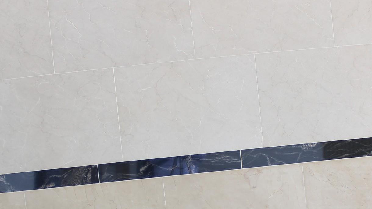 MIRONJA KROATISCHER KALKSTEIN, Bodenplatten, sandgestrahlt und gebürstet und poliert