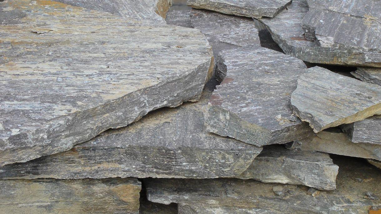 STAINZER HARTGNEIS, Polygonalplatten, gespalten, Großformat stark 3-7 cm - teilweise nachrostend