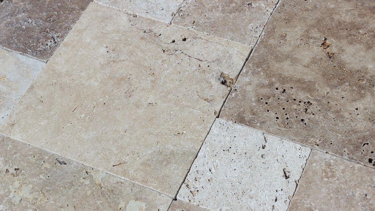 NATURSTEINE BOGENSPERGER   Marmor - Granit - Natursteine - Steinmetzmeisterbetrieb   TRAVERTIN ANTIQUE, getrommelt, römischer Verband x 3 cm